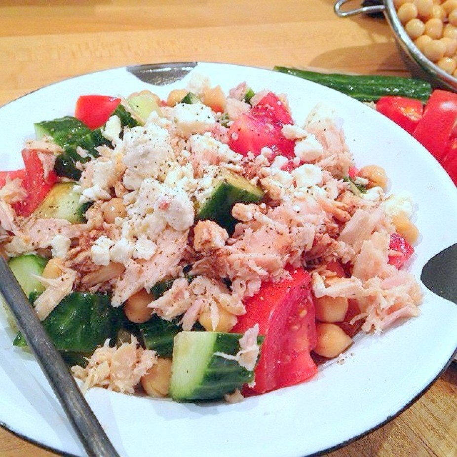 Tomato, Cucumber, Chickpea & Tuna Salad Bowl